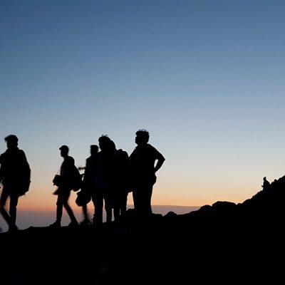 Trekking nel bosco al tramonto, picnic sotto le stelle e notte tendata